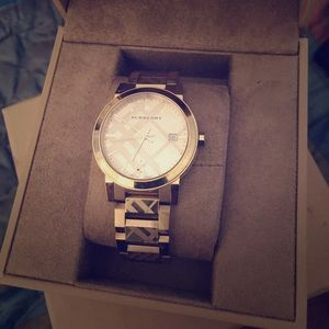 Luxury Burberry watch!  In brand new condition!